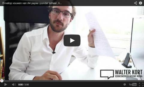 Envelop vouwen van handgeschreven brief op A4 papier