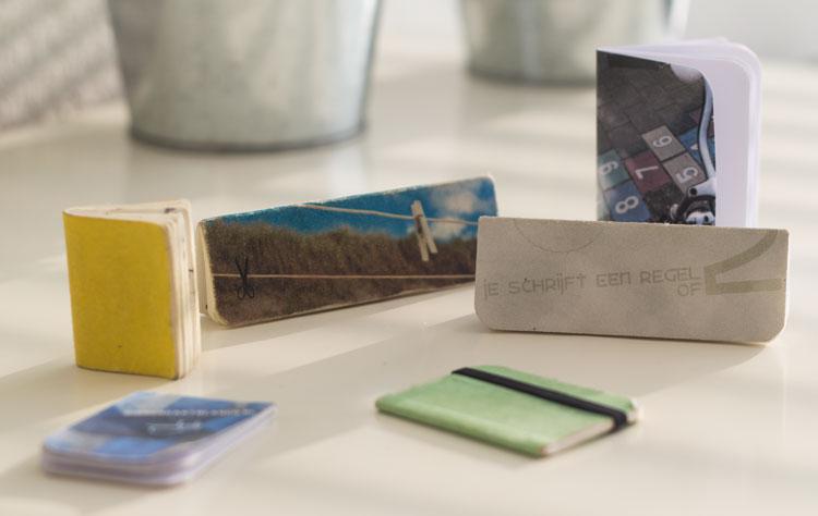 kleine handgemaakte notitieboekjes