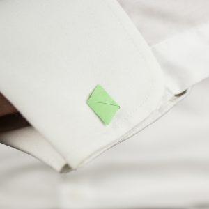 papieren-manchetknopen-in-manchet-zelf-maken-DIY